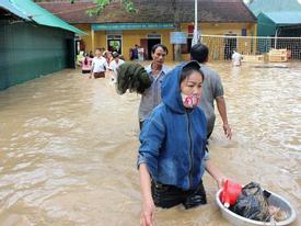 Nghệ An: Lũ chồng lũ, nhiều nơi vẫn ngập trong biển nước