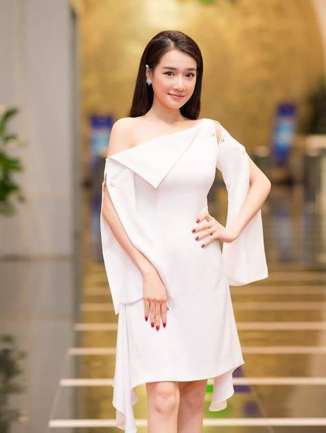 Không còn úp mở, Nhã Phương xác nhận kết hôn với Trường Giang, về chung nhà với danh hài vào tháng 9-1