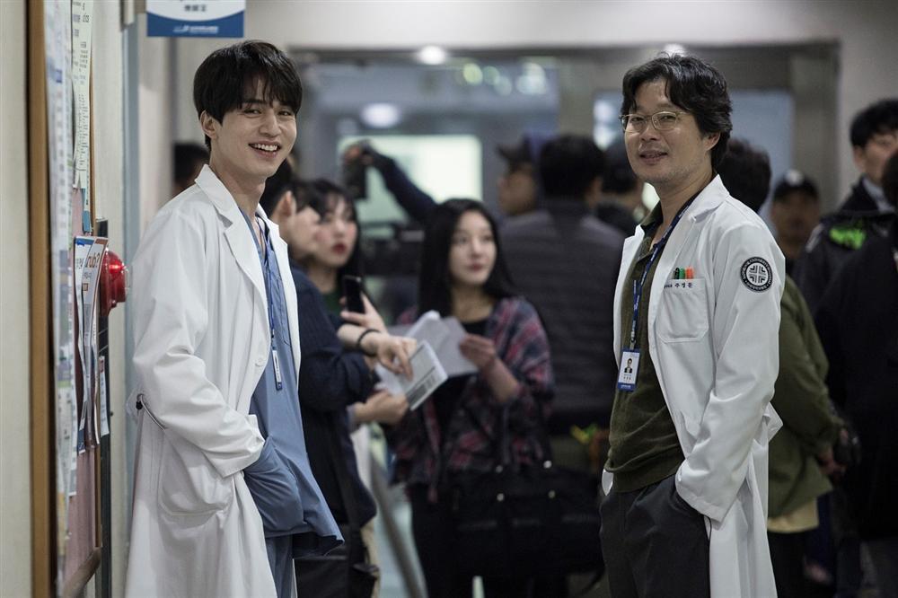 36 tuổi, Song Hye Kyo khoe làn da mịn màng, căng bóng đến gái mới lớn còn phải ghen tị-2