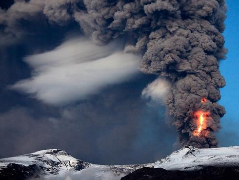 Khám phá thế giới núi lửa kỳ vĩ ở Iceland