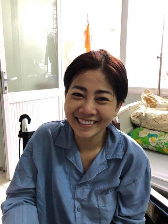 Mai Phương cười tươi lạc quan ở bệnh viện-2