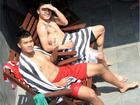 Đăng ảnh tắm nắng khoe body cực phẩm nhưng Đức Chinh vẫn bị đồng đội 'dìm hàng' không thương tiếc