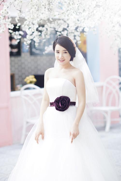 Ngắm Nhã Phương đẹp quên lối về trong những bộ váy cưới trước ngày theo Trường Giang về dinh-9