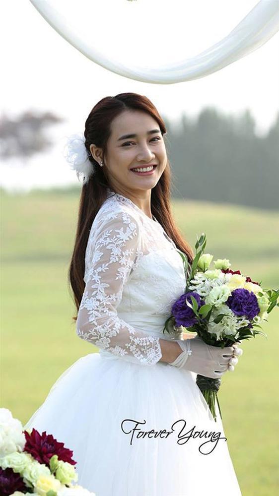 Ngắm Nhã Phương đẹp quên lối về trong những bộ váy cưới trước ngày theo Trường Giang về dinh-11