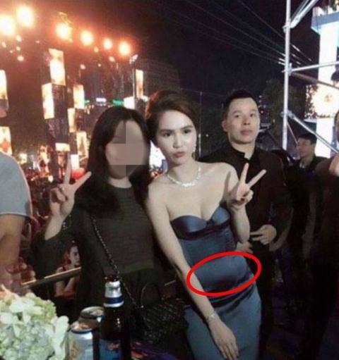 Sở hữu thân hình vệ nữ nhưng Hà Hồ, Ngọc Trinh lại thường xuyên bị váy áo tố giác vòng 2 như mang bầu-6