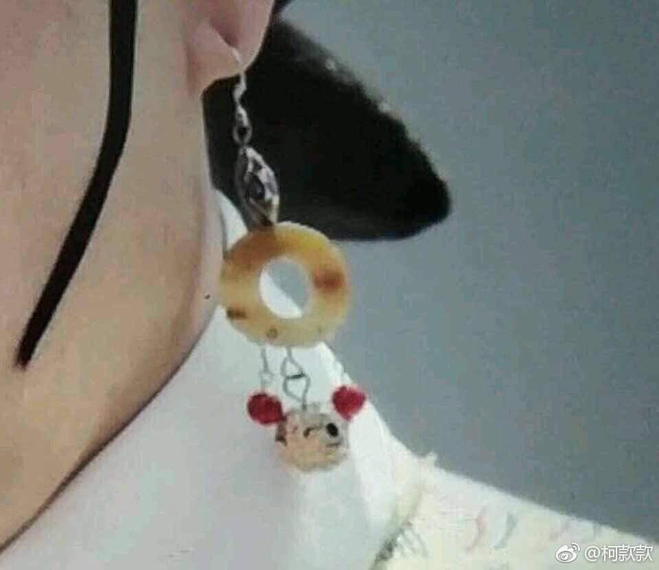 Hết hồn với tạo hình trong Hậu Cung Như Ý Truyện: Quý Phi đeo khuyên tai Mickey, Như Ý thắt nơ tiếp viên hàng không-2