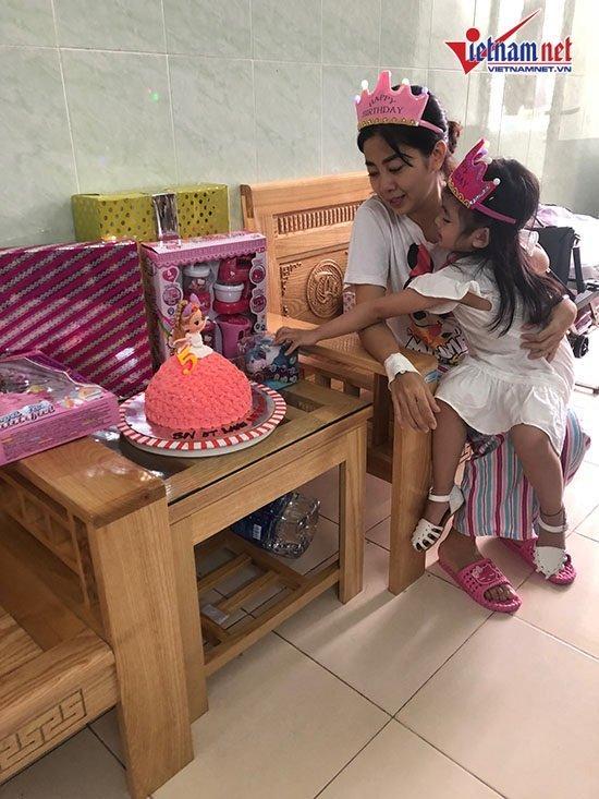Mai Phương mừng sinh nhật con gái 5 tuổi ở bệnh viện-1