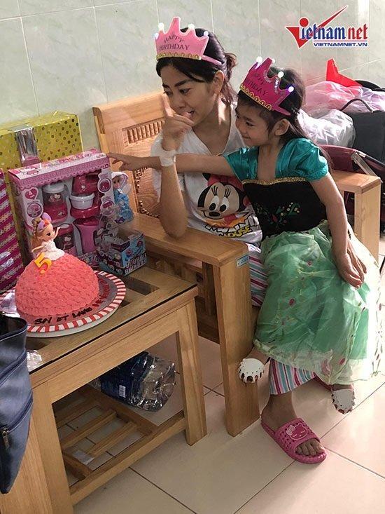 Mai Phương mừng sinh nhật con gái 5 tuổi ở bệnh viện-2