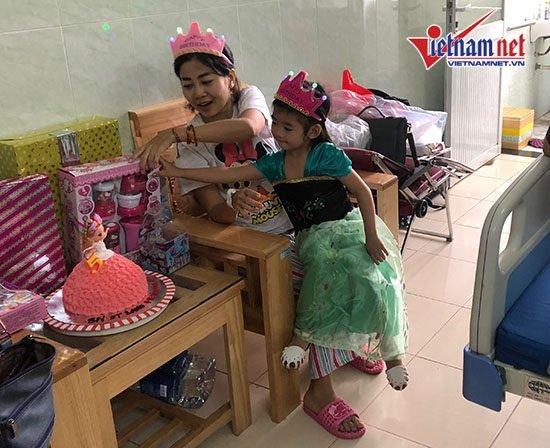 Mai Phương mừng sinh nhật con gái 5 tuổi ở bệnh viện-6