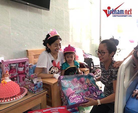 Mai Phương mừng sinh nhật con gái 5 tuổi ở bệnh viện-3