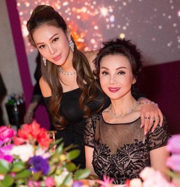 Cuộc sống giàu sang, nổi tiếng của ái nữ tỷ phú Hong Kong-1