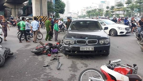 Nữ tài xế lái BMW đâm liên hoàn trên đường Hà Nội-1
