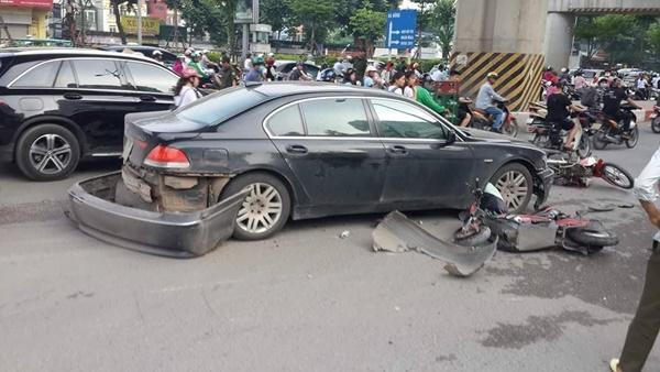 Nữ tài xế lái BMW đâm liên hoàn trên đường Hà Nội-2