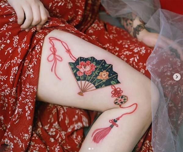 Phụ nữ Hàn đem cả vườn hoa lá lên ngực, đùi, hông...-4