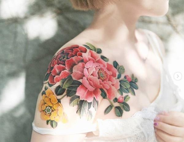 Phụ nữ Hàn đem cả vườn hoa lá lên ngực, đùi, hông...-9