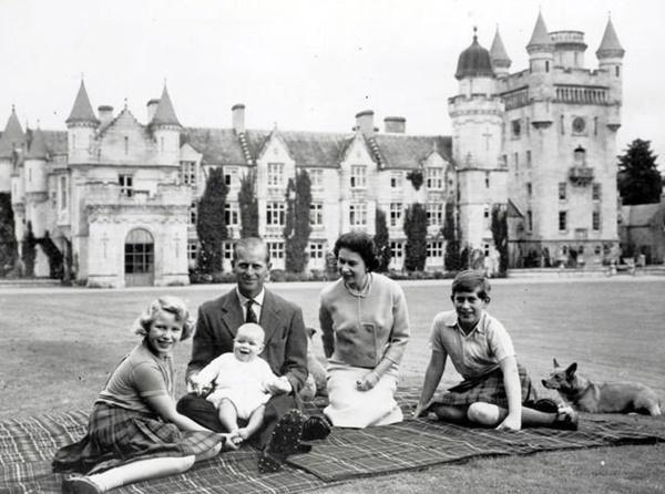 Gia đình Hoàng gia Anh đi nghỉ hè ở đâu?-4