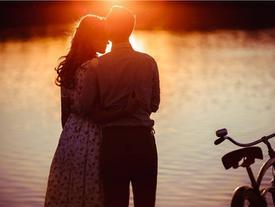 Đến tuổi này, chuyện duy nhất không thể kiên trì đó chính là theo đuổi tình yêu
