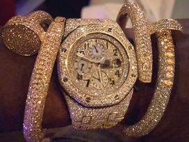 Mayweather khoe nhẫn, đồng hồ đính kín kim cương
