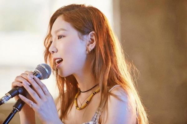 Sau bao ngày tranh cãi, Taeyeon đã lên tiếng tiết lộ về lightstick chính thức của SNSD-1