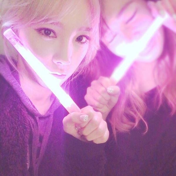 Sau bao ngày tranh cãi, Taeyeon đã lên tiếng tiết lộ về lightstick chính thức của SNSD-2