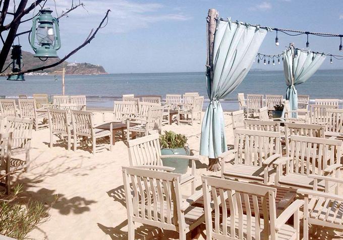 Chẳng phải đi đâu xa, Việt Nam cũng có bar bãi biển lãng mạn như ở trời Tây-1