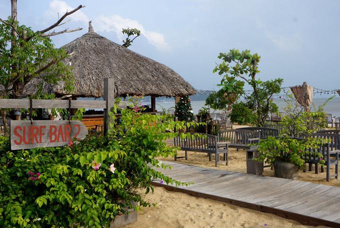 Chẳng phải đi đâu xa, Việt Nam cũng có bar bãi biển lãng mạn như ở trời Tây-2