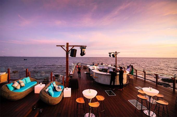 Chẳng phải đi đâu xa, Việt Nam cũng có bar bãi biển lãng mạn như ở trời Tây-3
