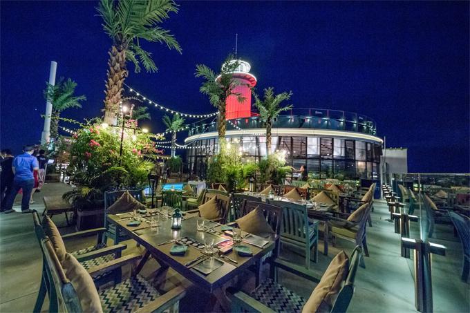 Chẳng phải đi đâu xa, Việt Nam cũng có bar bãi biển lãng mạn như ở trời Tây-6