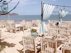 Chẳng phải đi đâu xa, Việt Nam cũng có bar bãi biển lãng mạn như ở trời Tây