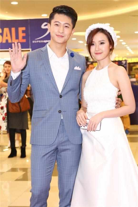 HOT: Lộ thiệp cưới in hình Midu và Harry Lu tổ chức ngày 25 /8 tới đây-2