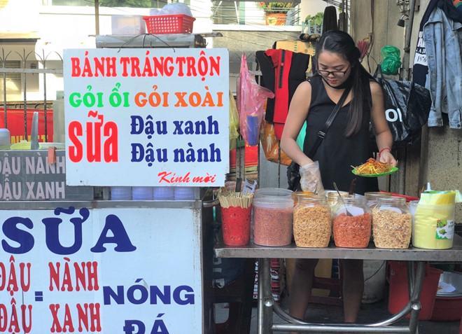 Hot girl bánh tráng trộn nổi tiếng ở Đà Lạt giờ ra sao?-2