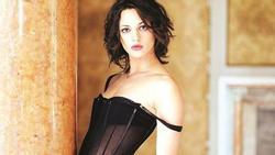 Asia Argento phủ nhận tấn công tình dục bạn diễn 17 tuổi