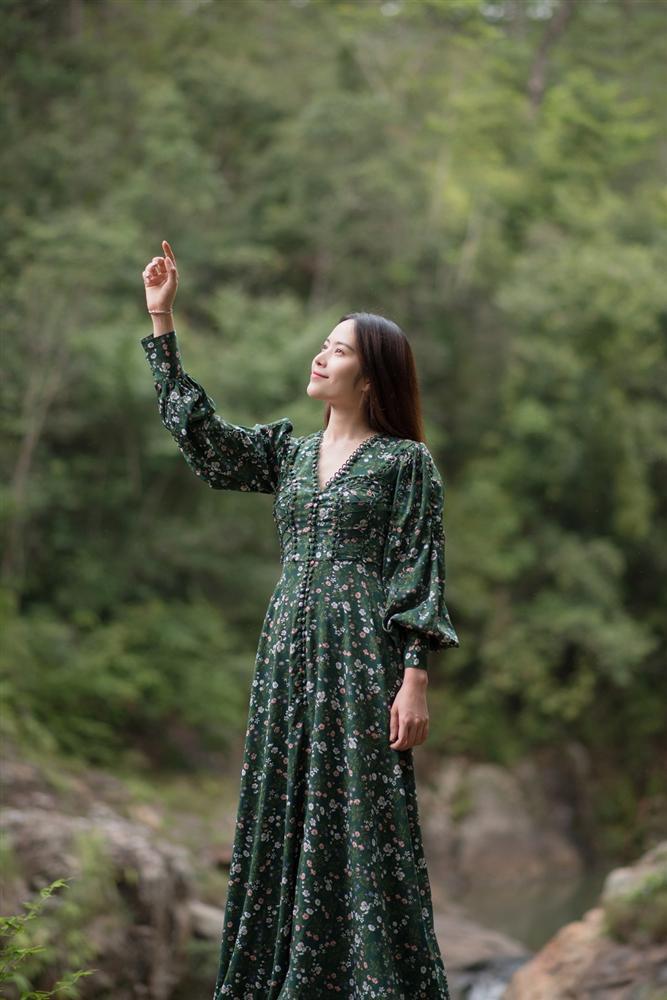 Chỉ 2 ngày sau khi Trường Giang xác nhận lấy Nhã Phương, Nam Em tung bản full MV Đau vì yêu-1