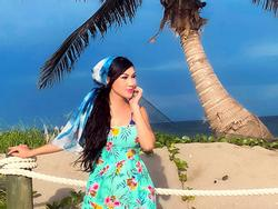 Ca sĩ Kavie Trần ngọt ngào bên biển