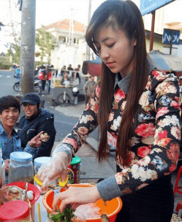 Chia sẻ bất ngờ của hotgirl bánh tráng trộn ở Đà Lạt: Đã ly hôn và có người yêu mới-1