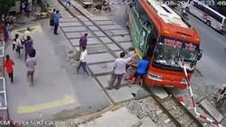 Xe khách Thanh Hóa lao thẳng đường ray: Câu nói thản nhiên của tài xế