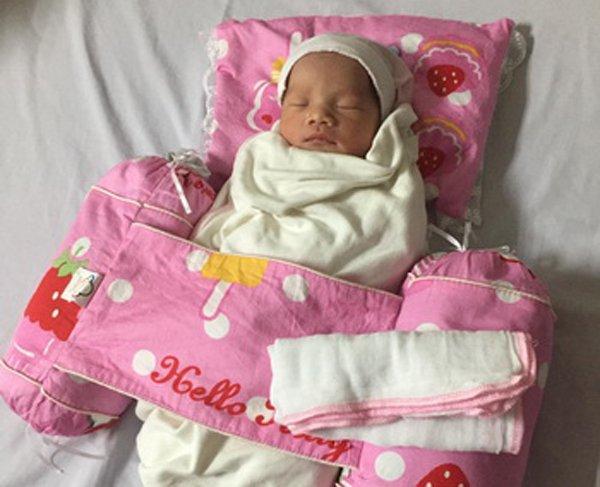 Mẹ tai nạn hôn mê hơn 3 tháng, bé gái Hà Nội vẫn chào đời khoẻ mạnh-1