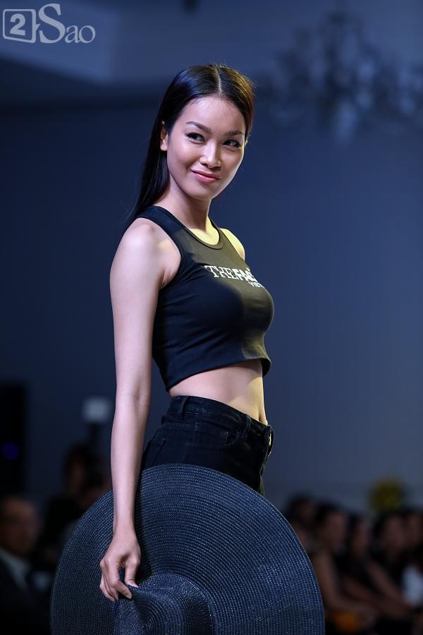 Chỉ mới vào top 36 nhưng thí sinh The Face trình diễn catwalk ra dáng người mẫu chuyên nghiệp lắm rồi-12