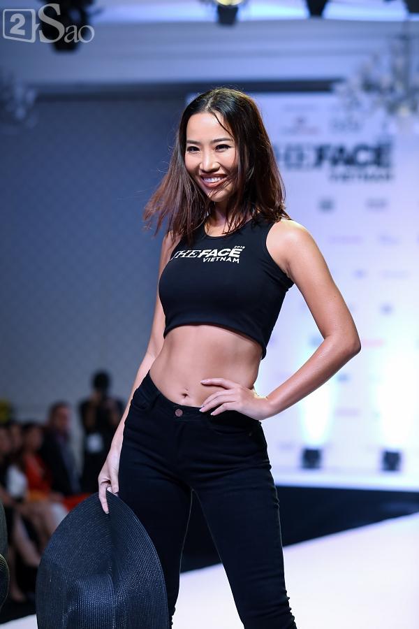Chỉ mới vào top 36 nhưng thí sinh The Face trình diễn catwalk ra dáng người mẫu chuyên nghiệp lắm rồi-14