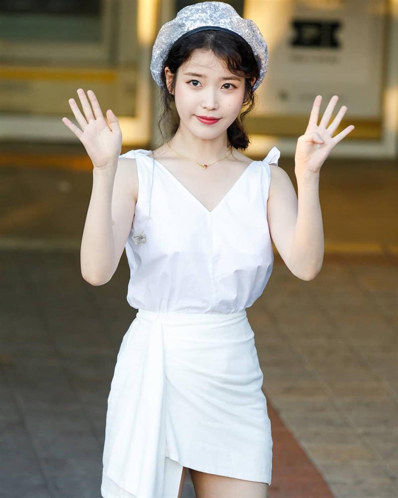 STREET STYLE sao Hàn: Dara bất ngờ đội nón lá check in Việt Nam - Jessica khoe body cực nuột với bikini-5