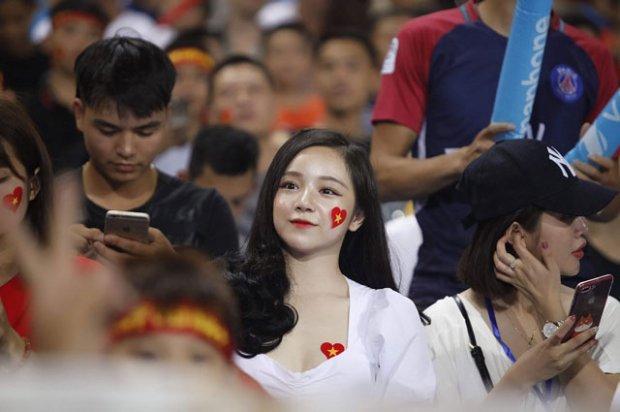Báo Hàn phát cuồng trước vẻ đẹp nóng bỏng của 'hot girl ngủ gật' sau kỳ tích U23 Việt Nam-4