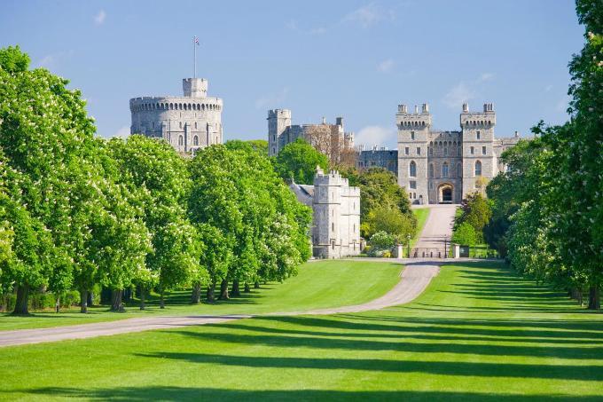 Thị trấn hút khách nhất nước Anh nhờ Hoàng tử Harry và Công nương Meghan-1