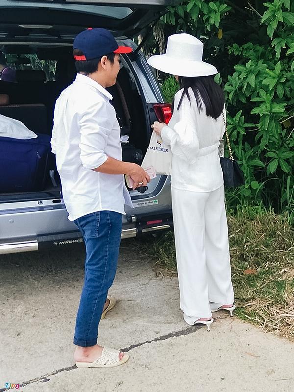 Trường Giang, Nhã Phương về quê thắp hương tổ tiên sau lễ đính hôn-2