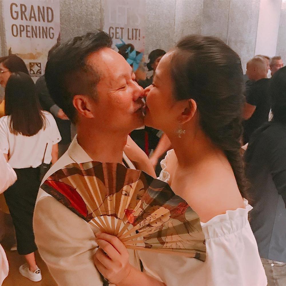 Thanh Hằng cùng Minh Hằng và Võ Hoàng Yến vật vờ sau hậu trường The Face-8
