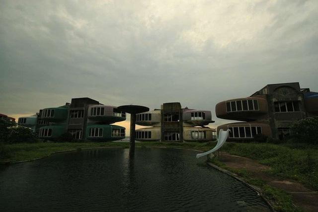 Khu nghỉ dưỡng cao cấp đóng cửa chỉ sau 2 năm khởi công vì hàng loạt cái chết bí ẩn-11