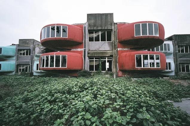 Khu nghỉ dưỡng cao cấp đóng cửa chỉ sau 2 năm khởi công vì hàng loạt cái chết bí ẩn-4