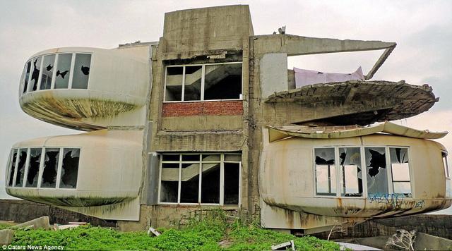 Khu nghỉ dưỡng cao cấp đóng cửa chỉ sau 2 năm khởi công vì hàng loạt cái chết bí ẩn-6