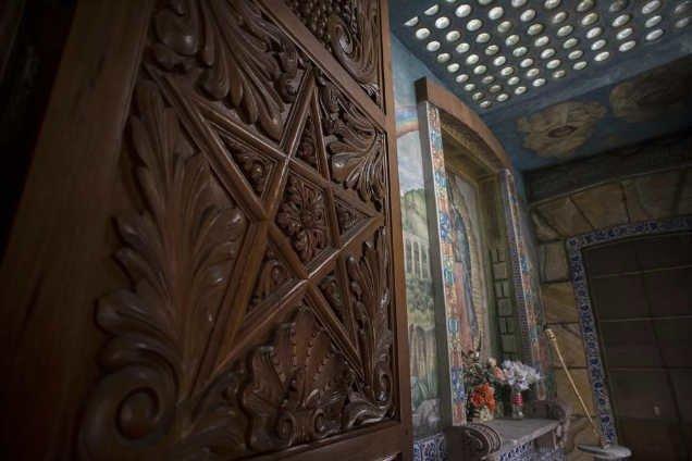 Lời nguyền bí ẩn về khách sạn ma ám bỏ hoang 50 năm giữa phố cổ-6