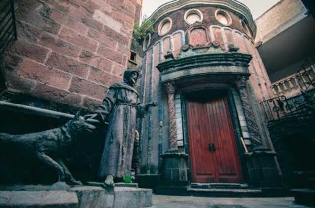 Lời nguyền bí ẩn về khách sạn ma ám bỏ hoang 50 năm giữa phố cổ-9