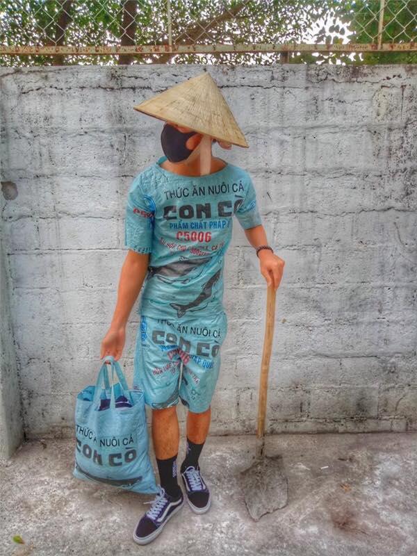 Đừng bao giờ nghĩ bao tải cám, phông bạt, làn đi chợ của Việt Nam là kém sang nhé!-4